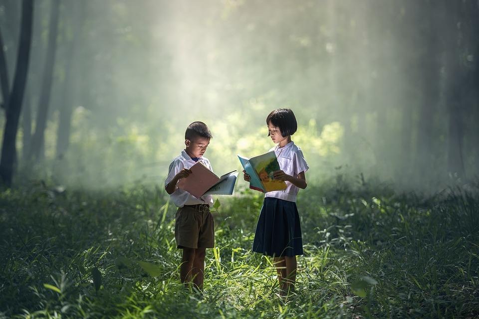 Дети, читающие книги